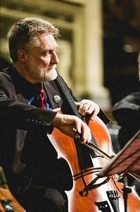O violoncelista inglês David Chew é o idealizador do festival (Foto: Divulgação)