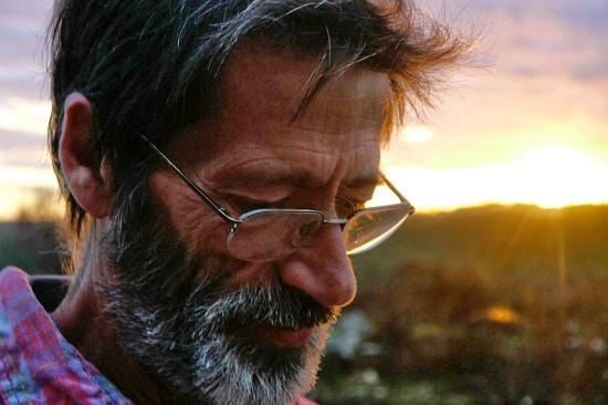 Joaquim Pinto filma a si por um ano enquanto atravessa um tratamento experimental para HIV no filme 'E agora? Lembra-me'.