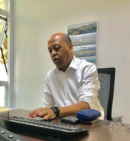 Tarquínio Almeida no computador