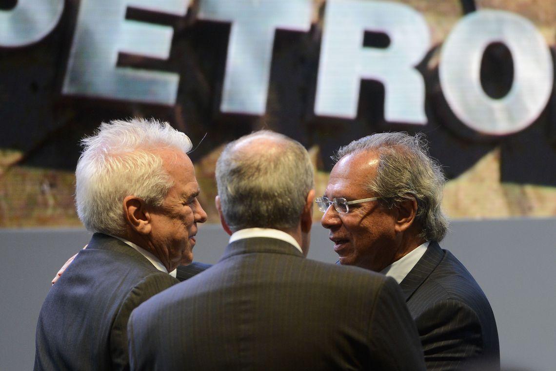 Resultado de imagem para Petrobras promete aumentar investimentos