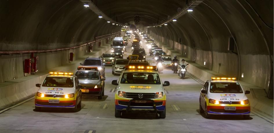 Veículos no Túnel Rio450